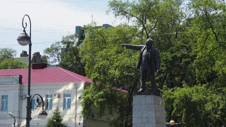 ウラジオストク駅前のレーニン像