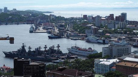 展望台から見下ろす港風景