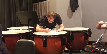 Auch die Musiker machen sich ihre Notizen (Foto: MBO)