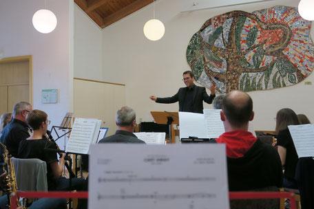 Blick auf den Dirigenten (Foto: MBO)
