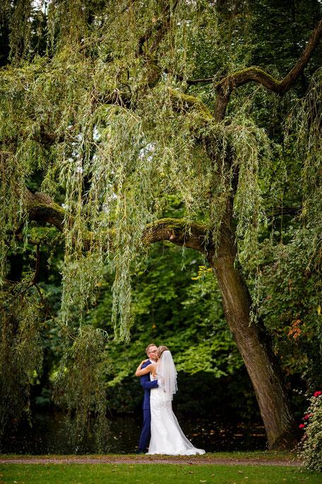 Hochzeit im Barockschloss Rammenau, Hochzeit in Rammenau, Hochzeitsfotograf Dresden, Hochzeitsfotos Dresden, Hochzeitsfotos Rammenau, Schloss Rammenau, Spiegelsaal Schloss Rammenau