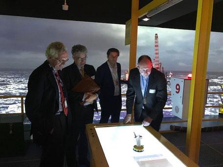 Arnold Groot (rechts) samen met andere deelnemers aan het KVGN symposium in het Maritiem Museum in Rotterdam