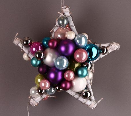 Stern mit weißem Rahmen und Lichterkette