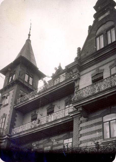 1925 Maistrocknung im Dachboden