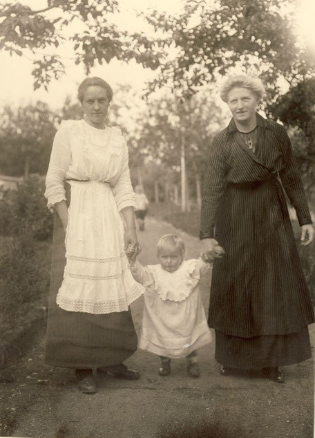 1915  Erna Karschunke?,Elisbeth, Maria Koye