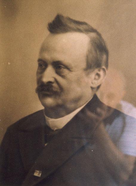 Georg I (1843-1913) abfotografiert im Hauptbüro