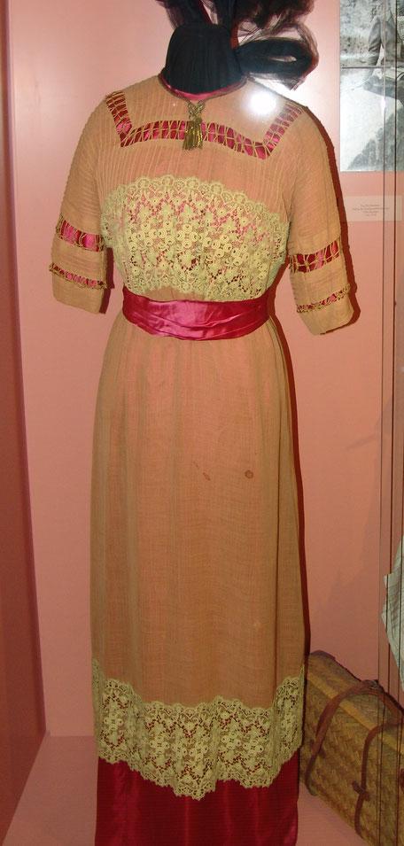 Kleid von Elsa (im obigen Bild)