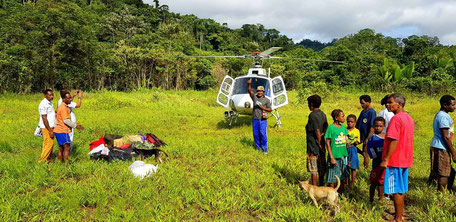 helimission, helikopter, papua, schulmaterial