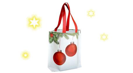 Weihnachtstüten mit Weihnachtskugeln roten Band als Griff und Laminierung in matt