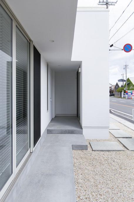 玄関アプローチの画像