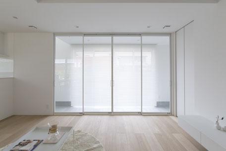 透明のパーテーションの画像
