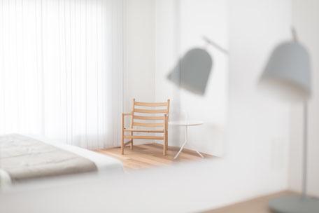 カールハンセンのチェアとHAYのテーブルの画像