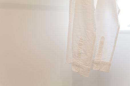 白いYシャツの画像