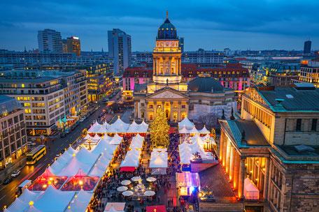 Berliner Bustour Berliner Sightseeing Bus Christmas Weihnachten Berlin Weihnachtsmarkt Gendarmenmarkt tolle Berliner Aussicht, Erlebnistour durch Berlin