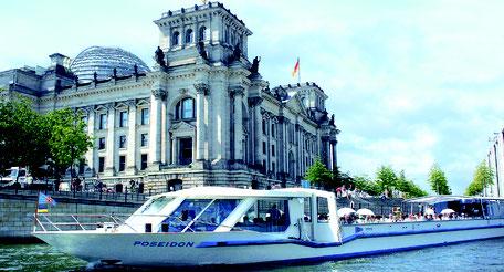 Berlin mit dem Boot erleben Sightseeing entdecken Stadtrundfahrt