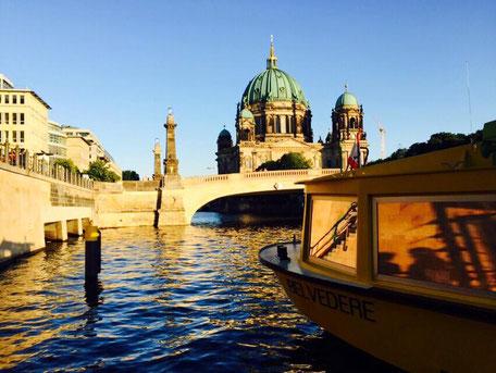 Bootstour durch Berlin Berliner Dom Spree Sightseeing Stadtrundfahrt