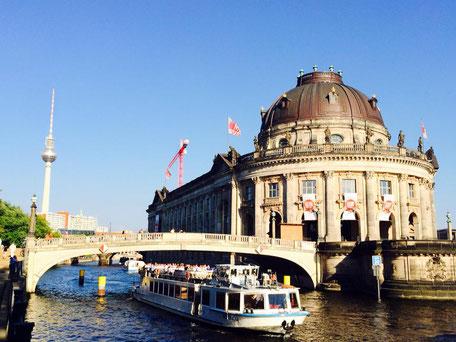 Bode Museum Sightseeing Stadtführung Stadtrundfahrt Bootstour auf der Spree