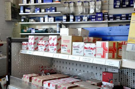 Bei uns erhalten sie viele Ersatzteile für Ihre Bootsmotoren. Besuchen sie unseren Shop in Maasholm.