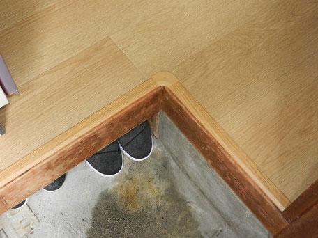 貼りじまい:アルミ製木目への字見切りの画像
