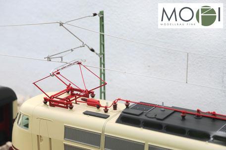 Stromabnehmer der E-Lok 103 Spur-G von Piko mit der Oberleitung von Modellbau Fink.