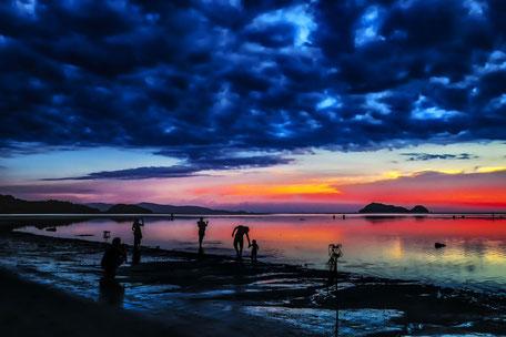 Sonnenuntergang-Magischer Moment am Hin Kong Beach Koh Phangan
