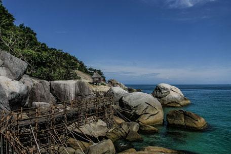 koh-phangan-felsen-bamboo-huts-III