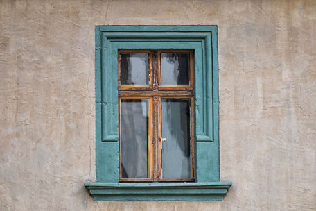 Holzfenster-Rahmen-türkis