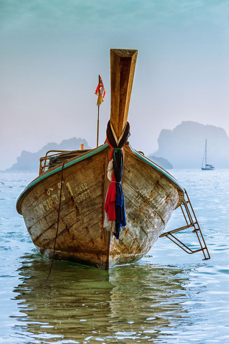 longtailboot--in-der-tonsai-bucht-krabi-thailand-II