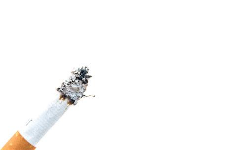 brennende-zigarette-asche