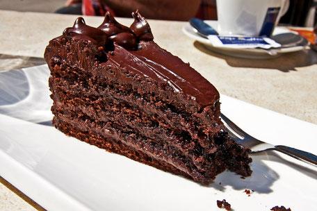 ein-stück-schoko-torte