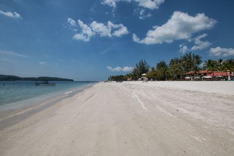 weisser-sand-cenang-beach-langkawi-malaysia