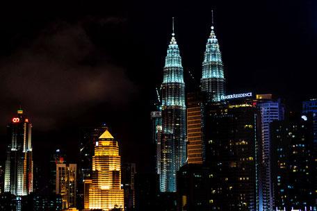 petronas-twin-towers-bei-nacht