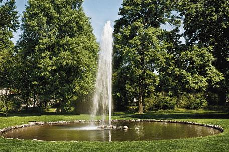 Wasserfontäne-im-Schlosspark-Biebrich