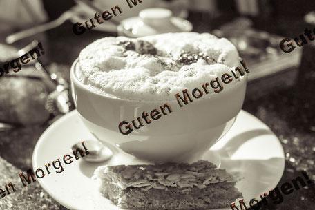 grusskarte-guten-morgen-kaffeegenuss-cappuccino-mit-kuchen-black-and-white