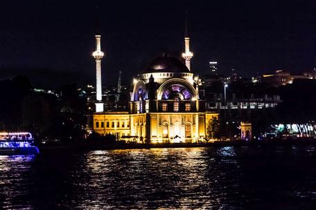 molla-celebi-moschee-istanbul-beleuchtet