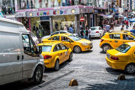 Taxis auf den Strassen von Istanbul