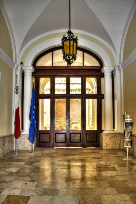 Eingang-zu-einem-Palast-in-Malta