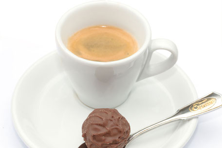 espresso-mit-praline