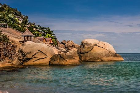 koh-phangan-felsen-bamboo-huts