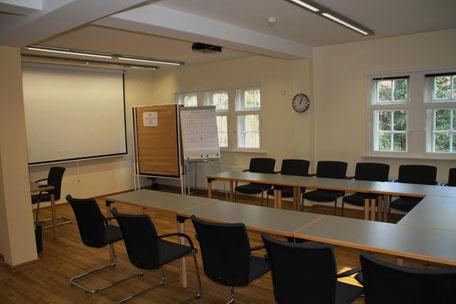 ...befindet sich die modern eingerichtete Tagungsstätte,...