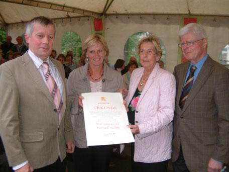 Urkundenübergabe 2007