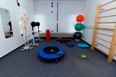 Physiotherapie Praxis - Übungen mit Kleingeräten