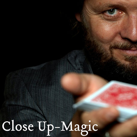 The close up magic of Christian Knudsen, magician from Hamburg