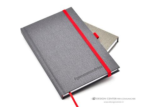 Taccuino con copertina rivestita effetto tela e personalizzata tono su tono