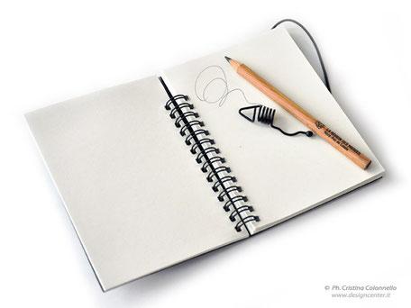 Particolari carnet con carta ecologica, elastico e matita con clip