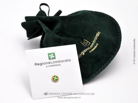 Spilla distintivo  in argento dorato 24K e smalti personalizzata con logo Regione Lombardia