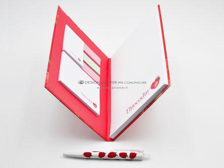 Notes con interni con post-it e segnalibro personalizzati e blocco notes A5