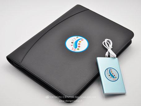Kit convegno: cartella portadocumenti con powerbank, personalizzati