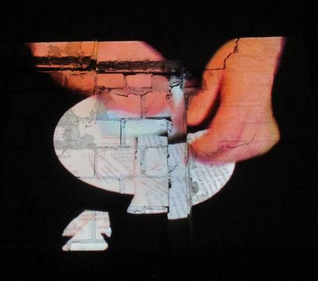 """Standfoto aus dem Film  """"Es ist Zeit"""", Präsentation Augustaschacht, Renate Hansen, 2018                                                   . Oben: Wrack der """"refugees welcome"""", Fehmarn, Kramnitze/Dk, Osnabrück, Manfred Blieffert, 2018"""