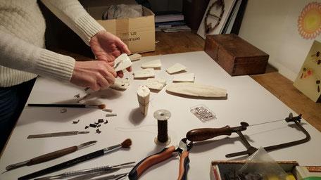 Bild: Herstellungsprozess handgemachter Ossa-Sepia Guss Manschettenknöpfe
